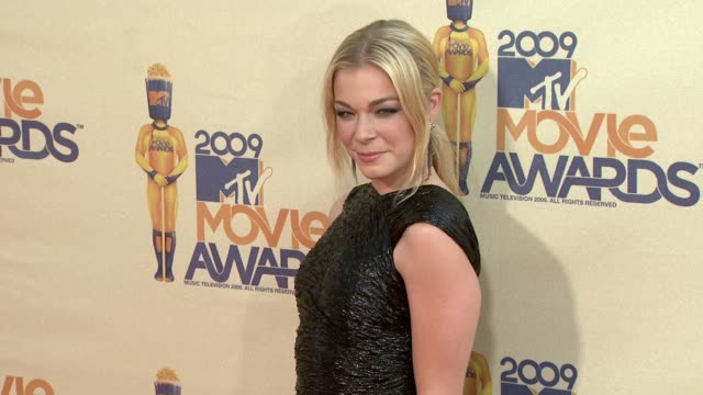 leann rimes at the 18th annual mtv movie awards at universal city ca - universal city video stock e b–roll