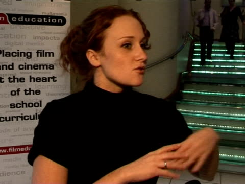 stockvideo's en b-roll-footage met leanne rowe on roman polanski directing the recent release 'oliver twist' at the national school film week launch on october 12 2005 - roman polanski