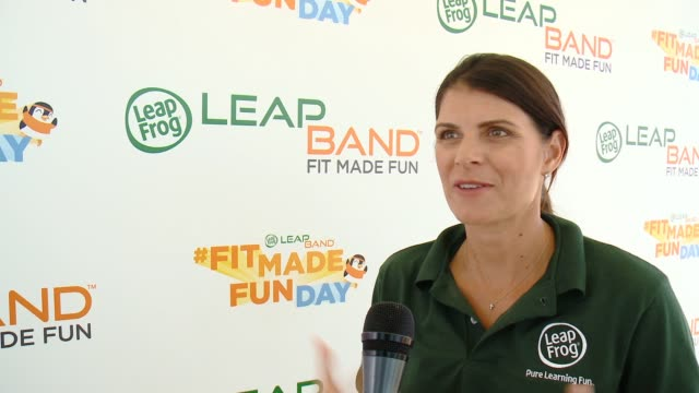 clean leapfrog fit made fun day with legendary soccer star mia hamm in los angeles ca - hoppa bock bildbanksvideor och videomaterial från bakom kulisserna