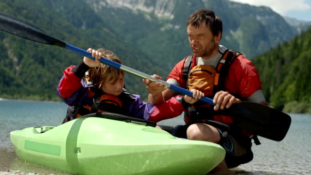 hd: learn to properly hold a kayak paddle - canoeing stock videos & royalty-free footage