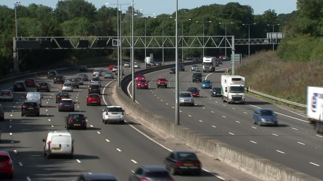 learner drivers to be allowed on motorways england ext various shots cars and traffic on motorway - itv weekend evening news stock-videos und b-roll-filmmaterial
