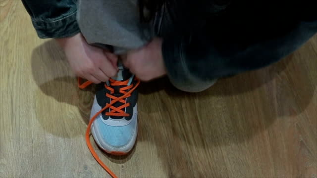 learning to binding shoelaces - shoe stock videos & royalty-free footage