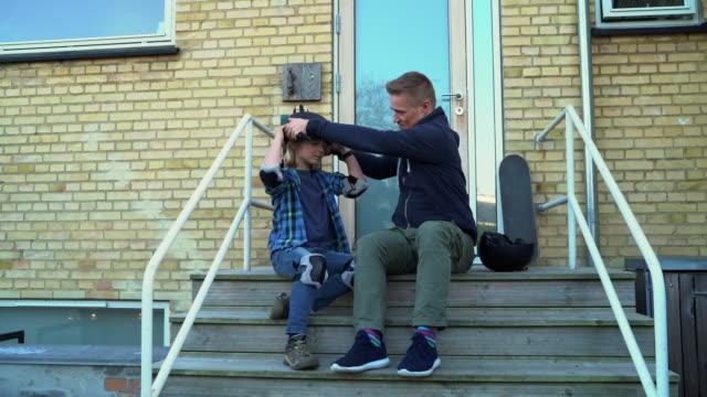 learning to skateboard - helmet stock videos & royalty-free footage