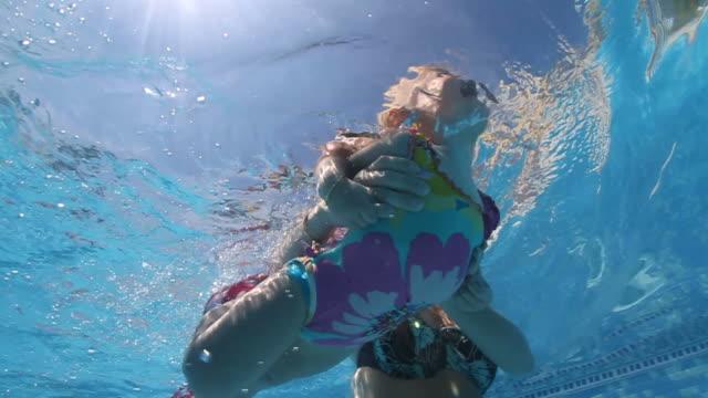vidéos et rushes de apprendre à nager - 18 23 mois