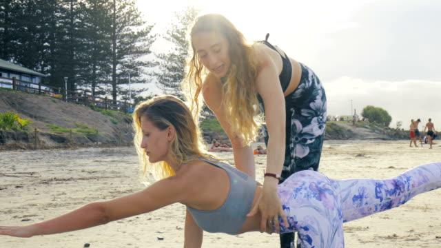 Lernen Yoga am Strand