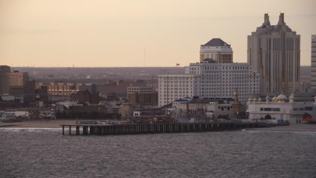 leaving atlantic city, new jersey, looking back at resorts and amusement park on a pier. shot in november 2011. - artbeats bildbanksvideor och videomaterial från bakom kulisserna