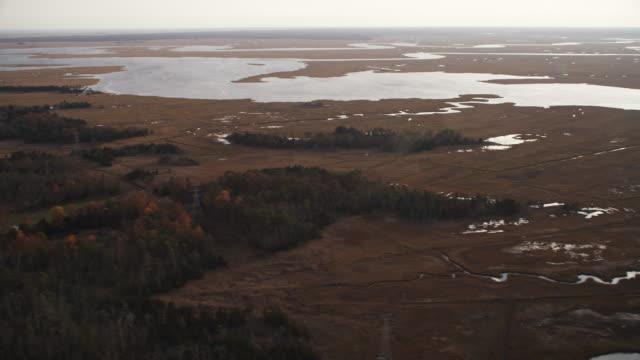 leaving marshland west of atlantic city, new jersey. shot in november 2011. - artbeats 個影片檔及 b 捲影像
