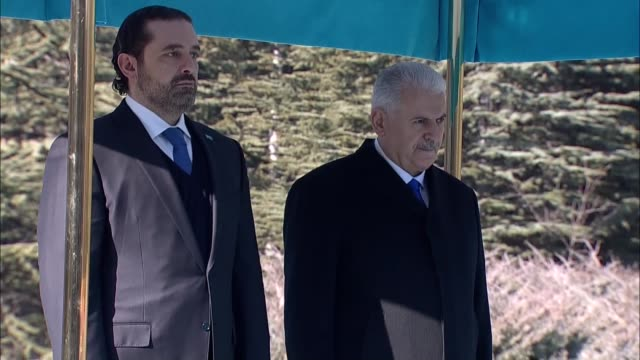 lebanese prime minister saad hariri is welcomed by turkish prime minister binali yildirim with an official welcoming ceremony prior to their meeting... - primo ministro turco video stock e b–roll