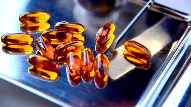 vídeos de stock e filmes b-roll de lecitina gel vitamina - vitamina a