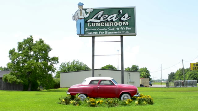 lecomple louisana lea's lunchroom the pie capital of louisana restuarant sign with old 1950s studebaker auto built in 1928 - western script stock videos & royalty-free footage