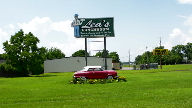 vídeos y material grabado en eventos de stock de lecomple louisana lea's lunchroom the pie capital of louisana restuarant sign with old 1950s studebaker auto built in 1928 - objeto masculino