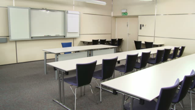 HD DOLLY: Lecture Room