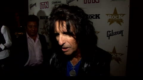 stockvideo's en b-roll-footage met led zeppelin reunion concert; alice cooper interview sot - i do a classic radio show and i would say that fifty per cent of requests are led zeppelin... - alice cooper