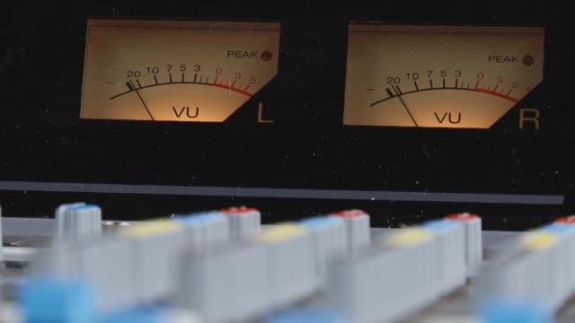 vidéos et rushes de sur la console de l'appareil mélanger - matériel hi fi