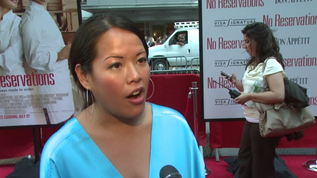 stockvideo's en b-roll-footage met lee anne wong on how she got tappped for the role of consultant working with abigail breslin and behindthescenes prepping at the 'no reservations'... - abigail breslin