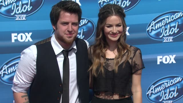 vidéos et rushes de lee dewyze and jonna walsh at the american idol xiv grand finale arrivals at dolby theatre on may 13 2015 in hollywood california - the dolby theatre