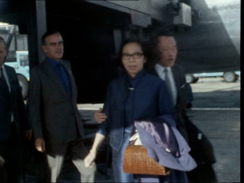 lee kuan yew arrives in london:; england: london: lap : ext lee kuan yew and wife kwa geok choo from plane; walk and they pose: - peter snow stock videos & royalty-free footage