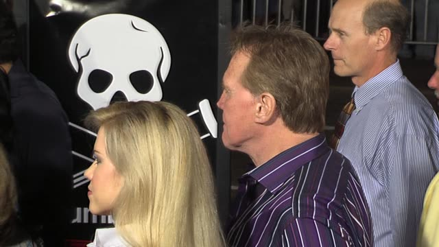 lee majors at the jackass number two premiere arrivals at grauman's chinese theatre in hollywood california on september 21 2006 - lee majors stock videos and b-roll footage