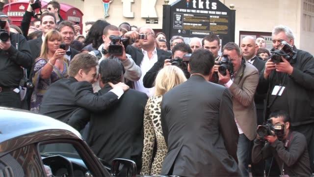 vídeos de stock e filmes b-roll de lee ryan, gary stretch, meredith ostrom, adrian paul at the the heavy premiere uk at london england. - adrian paul