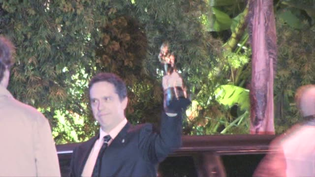 vídeos de stock, filmes e b-roll de lee unkrich at the 2011 vanity fair oscar party at sunset tower in west hollywood at the celebrity sightings in los angeles at los angeles ca - festa do oscar