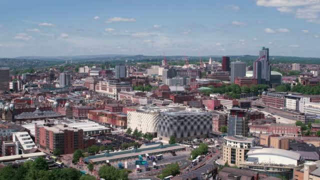 stockvideo's en b-roll-footage met leeds city centre drone footage - leeds