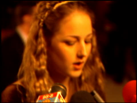 leelee sobieski at the 1999 academy awards vanity fair party at morton's in west hollywood california on march 21 1999 - oscarsgalan 1999 bildbanksvideor och videomaterial från bakom kulisserna