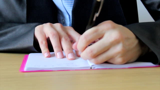 vídeos y material grabado en eventos de stock de persona mano izquierda escribir - a la izquierda de