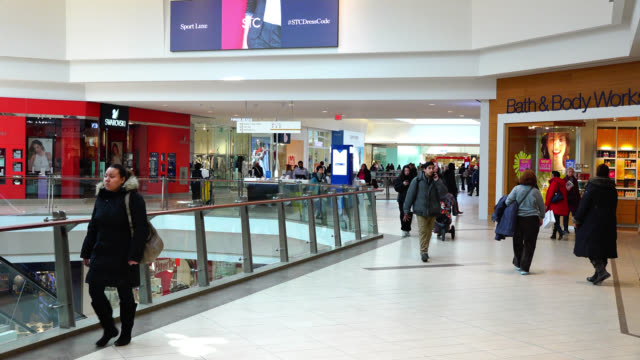 vídeos y material grabado en eventos de stock de left pan inside of the scarborough town centre on december 10 in the greater toronto area. the modern shopping mall in the east part of the city is a... - lugar famoso local