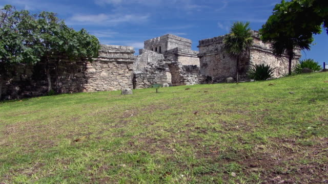 left side of mayan ruins of tulum in cozumel mexico - mythologie stock-videos und b-roll-filmmaterial
