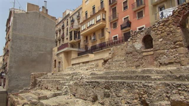 vidéos et rushes de left to right pan of ruin in tarragona spain - panoramique