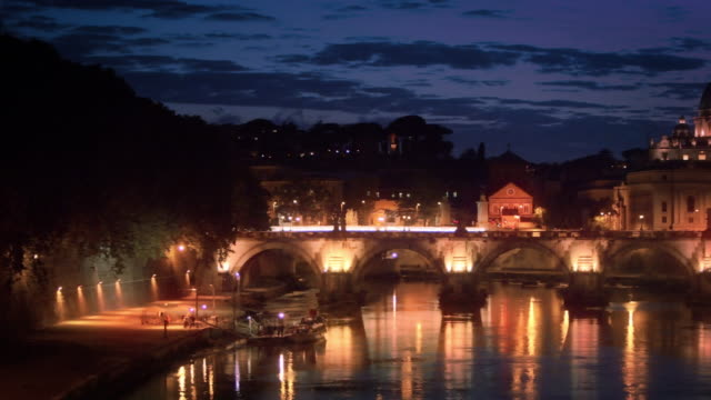 left-to-right pan of dome of st. peter's basilica and ponte sant'angelo. edited. - サンタンジェロ橋点の映像素材/bロール