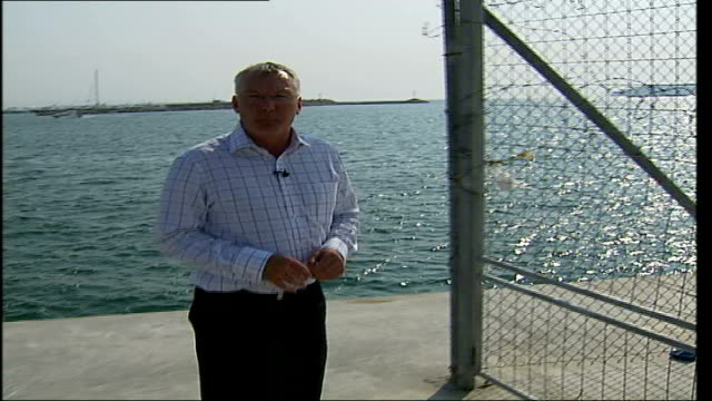 legacy of athens olympics 2004 faliro bay ext reporter to camera pan to barbed wire and padlocked gate long shot of olympic beach volleyball stadium... - barriera video stock e b–roll