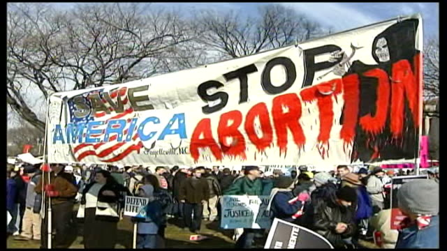 vídeos de stock, filmes e b-roll de legal abortion banned in south dakota protesters with large banner 'save america stop abortion' - questão da mulher