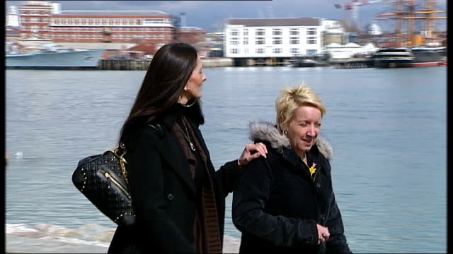 vídeos de stock e filmes b-roll de legal aid system changes; hampshire: gosport: ext set-up juliette limberg and friend walking along in marina int juliette limberg interview sot - no... - hampshire