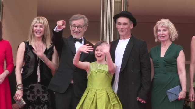 legendary director steven spielberg his wife kate capshaw ruby barnhill jemaine clement mark rylance rebecca hall and more walk the red carpet for... - mark rylance stock-videos und b-roll-filmmaterial