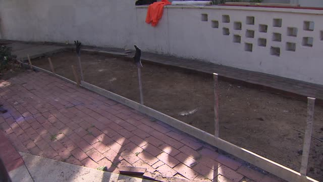 vídeos de stock, filmes e b-roll de legendary game show host bob barker gets new sidewalks in front of house after falling down last year. - game show