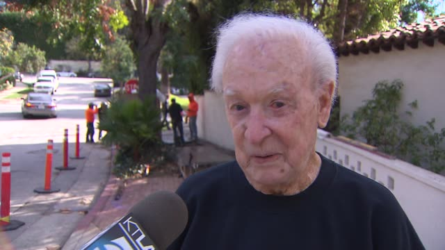 vídeos de stock, filmes e b-roll de ktla legendary game show host bob barker gets new sidewalks in front of house after falling down last year - game show