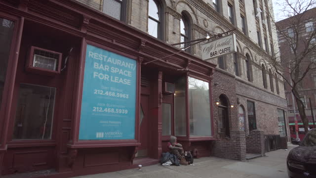 legendary west village jazz restaurant 'caffe vivaldi' closed after 35 years displays a 'for lease' sign during the coronavirus pandemic on april 10,... - アントニオ・ヴィヴァルディ点の映像素材/bロール