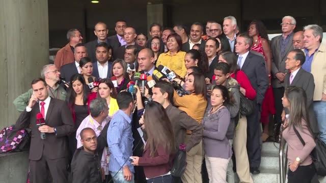 Legisladores chavistas llamaron el martes a la justicia de Venezuela a anular la decision del Parlamento de mayoria opositora de declarar en abandono...