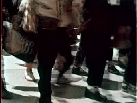 ms legs of of people walking by as they enter the new york world's fair/ queens ny - 1964年点の映像素材/bロール