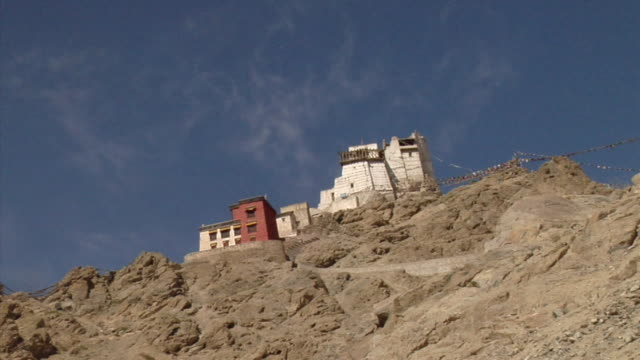 zo, ws, la, leh palace in mountain landscape, leh, ladakh, jammu and kashmir, india - 17th century style stock videos & royalty-free footage
