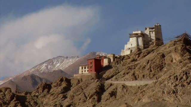 ws, leh palace in mountain landscape, leh, ladakh, jammu and kashmir, india - 17th century style stock videos & royalty-free footage