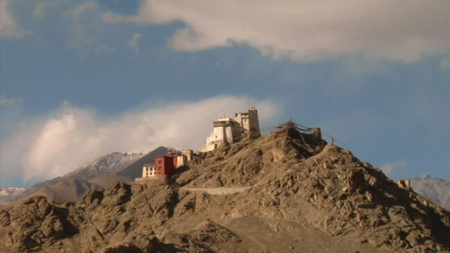 ZO, WS, Leh Palace in mountain landscape, Leh, Ladakh, Jammu and Kashmir, India