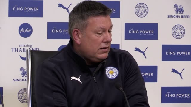 leicester caretaker manager craig shakespeare speaks at a press conference to preview monday's premier league match at home to liverpool less than 24... - レスターシャー点の映像素材/bロール