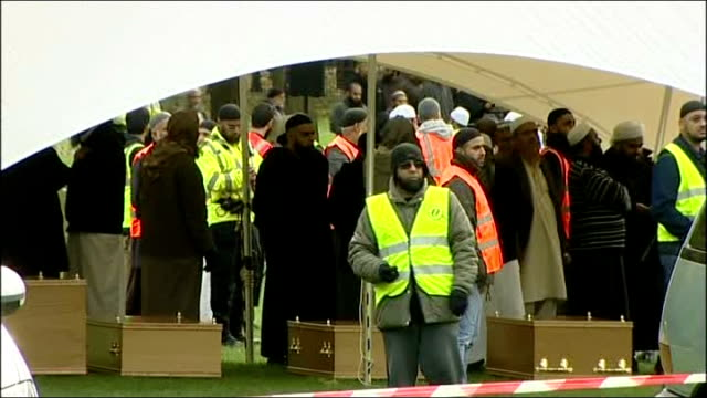 thousands attend prayer service england leicestershire spinney hill park ext crowd gathered at prayer service for mother shehnila taufiq sons jamal... - レスターシャー点の映像素材/bロール