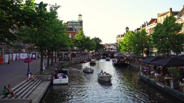 leiden canal at dusk - boat stock videos & royalty-free footage