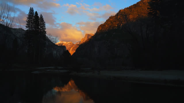 leidig meadow sunset - merced fluss stock-videos und b-roll-filmmaterial