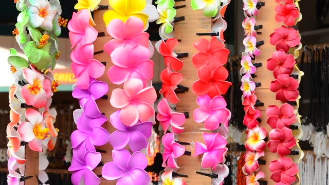 leis flowers for sale in kona hawaii - ハワイ島点の映像素材/bロール