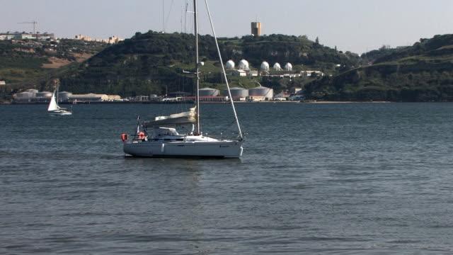 stockvideo's en b-roll-footage met leisure boat - west europa