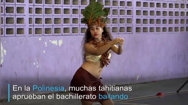 lejos de ser un folklore para turistas el ori tahiti danza tradicional es practicado por miles de polinesias - polynesian ethnicity stock videos & royalty-free footage